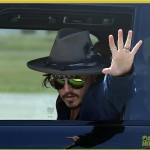 johnny-depp-leaves-australia-with-injured-hand-taped-up-05