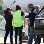 johnny-depp-leaves-australia-with-injured-hand-taped-up-07